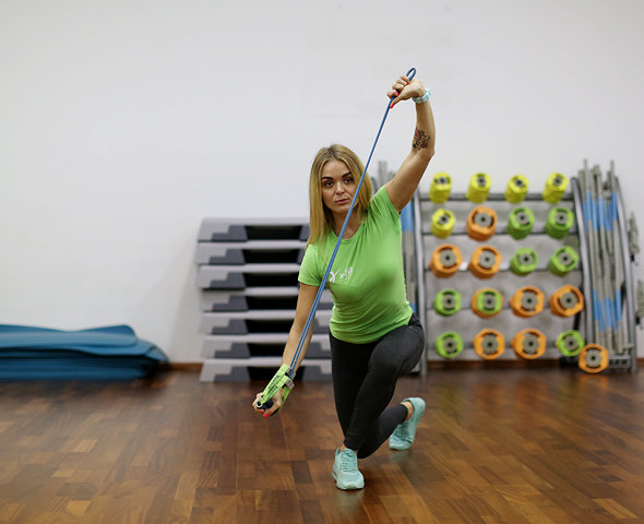 Crossover lunge